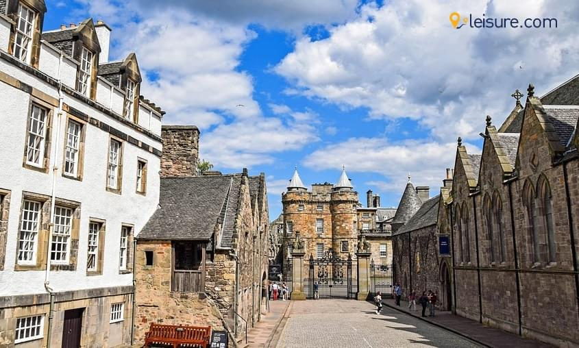 Visit the Scottish highlights in this 7-days Scotland Vacation