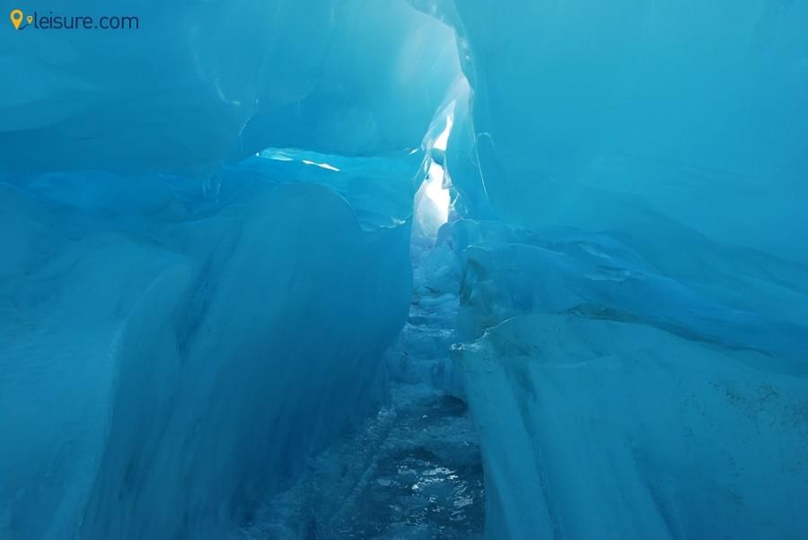 Climb onto the Ice Caves in this 7-Days New Zealand Itinerary for Glacier Sighting